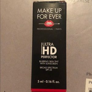 4/10 Makeup forever ultra hd perfector 06